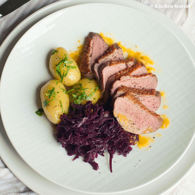 Roast duck with red cabbage and potatoes